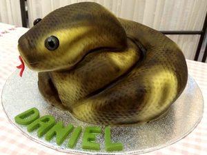 Pastel de serpiente de cumpleaños